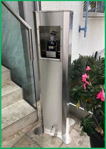 Metallteile-Sued-Desinfektionsautomat-mit-Fußpedal-ohne-Hautkontakt-bedienen